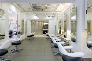 美容室でのサイネージ事例